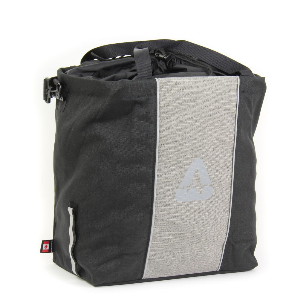 The Shopper pannier in black/gray color